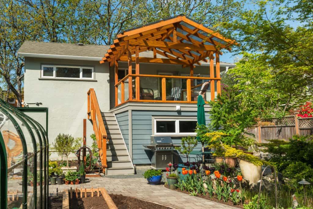Updated deck in Victoria - MAC Renovations